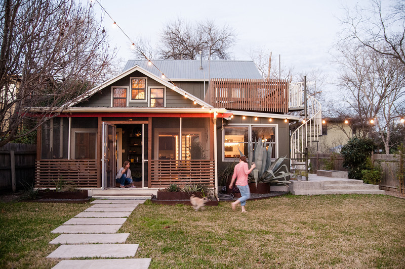 Vacation rental austin dog comes with for Austin cabin rentals